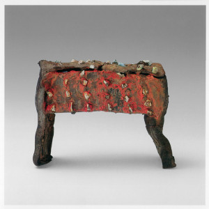 Chest form 1991. Iron-rich stoneware, slab built, silica rocks, anagama fired, then glazed with lead-chrome red, electric fired to 1000 C. H 19,5 x W 26,5 x D 10,5 cm. Sammlung Thiemann, Shcloss Reinbek, Hamburg, Germany. Photo: Morten Løberg