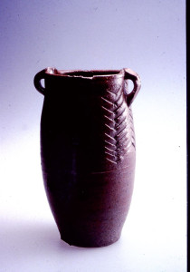 Jar 1983. Stoneware, china clay slip, wood fired saltglaze. H 30 cm. Private collection. Photo: The Norwegian Association for Arts and Crafts (NK