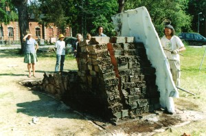 Sculptureconstructedofsemimanufactured_brickslabs